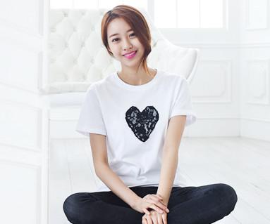 Black Heart圆领女性短袖体恤衫_15B08